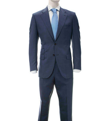 traje azul convencional