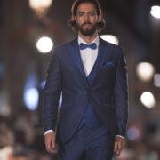 traje-de-novio-azul-pasarela