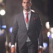 traje-de-novio-chaque-gris-pasarela