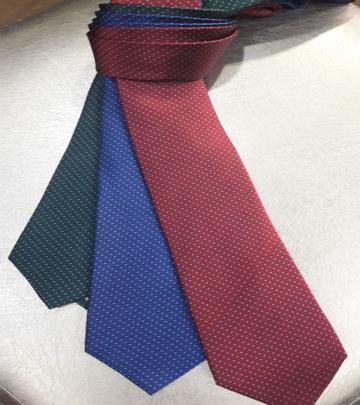 corbata con topos